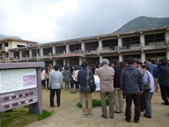 雲仙普賢岳噴火の被災校舎を見学1